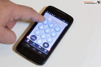 Smarthphone steuert Blaupunkt Smart Home Alarm Q3000 Starter Kit
