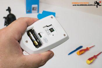 Reolink-Keen-Test-Bewegungsmelder-Rueckseite-Batterie