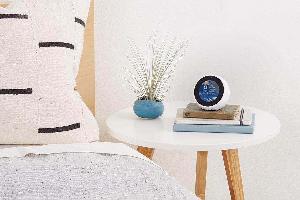 Echo Spot - Amazon Sprachsteuerung im Schlafzimmer