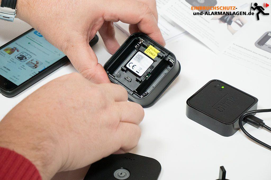 blink-xt-test-kamera-batterien-einlegen