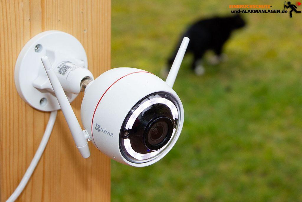 Test-EZVIZ-Ueberwachungskamera-CTQ3W-Aussenmontage-Titel