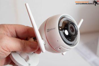 Test-EZVIZ-Ueberwachungskamera-CTQ3W-Kamera-Hand-1360