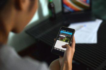 upcam-vortex-hd-pro-Frau-Smartphone