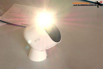 Arlo-Ultra-Test-4k-Ueberwachungskamera-Licht