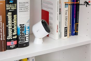 Arlo-Ultra-Test-4k-Ueberwachungskamera-Test-Buecherregal