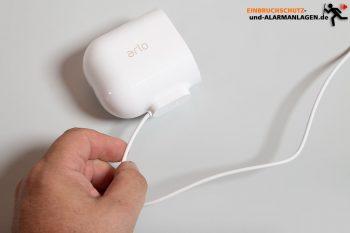 Arlo-Pro-3-Test-Kamera-Ladekabel